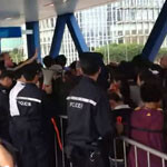 iPhone 4S line outside Hong Kong Apple Store comes back strong after being broken up by police