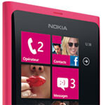 Magenta Nokia Lumia 800 available in France