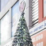 Christmas Tree made of cell phones rings in the holiday season