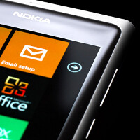Nokia teases white Lumia 800, coming by end of February