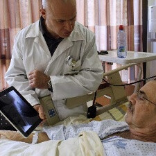 iPads in hospitals improve patient care, physician training