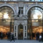 U.K. Regent Street line for Apple iPad disappears with plenty of units still available