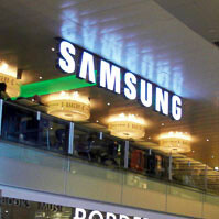 Samsung to join the retail club by opening stores in North America