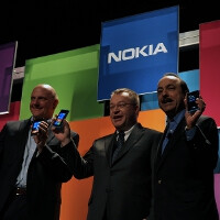 AT&T employees get the memo and are pitching hard the Nokia Lumia 900