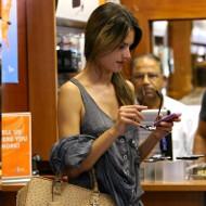 AT&T beats profit estimates in Q1, sells 4.3 million iPhones