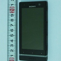 Sony Xperia U torn down, clears the FCC