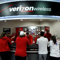 Apple shares down 12% from highs as carriers cut on subsidies, Verizon reps pushing LTE over the iPhone