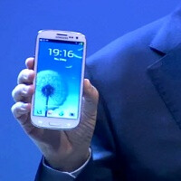 Samsung Galaxy S III preorder at Amazon UK already falls to $809, US still keeps it at $899