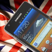 Samsung will offer the Galaxy S III a day early in UK to some customers that pre-ordered it