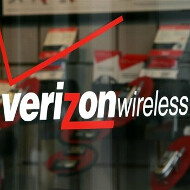 Verizon waves the full phone price stick to those who want to keep their unlimited data plan carrot