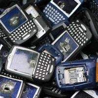 As unsold BlackBerries pile up, RIM risks a $1 billion write-down