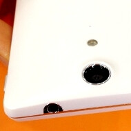 Sony LT29i aka Xperia GX international version pictures leak out, flaunting its curves