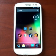 Watch how CM10 behaves on the Samsung Galaxy S III compared to Jelly Bean on the Galaxy Nexus
