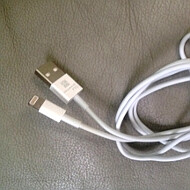 Video sizes up iPhone 5 parts with iPhone 4S and Galaxy S III, Apple's new USB cable surfaces