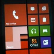 Nokia Lumia 820 prototype poses for the camera