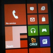 Nokia Lumia 820 prototype poses for the camera