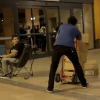 Hilarious prank has Apple Genius drop boxes with iPhone 5 while fans are waiting in line (video)