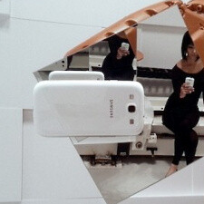 Samsung Galaxy S III shoots itself in a weird artsy industrial robot scene