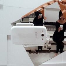 Samsung Galaxy S III shoots itself in a weird artsy industrial robot scene