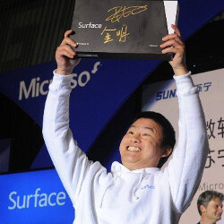 Watch a Chinese granny trying to stop Microsoft's Surface launch event