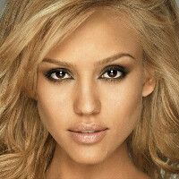 Jessica Alba swaps her iPhone for a Windows Phone