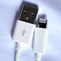 This fake Lightning-to-USB cable actually works, gets torn apart