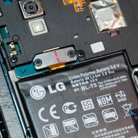 Peek behind LG Nexus 4 back cover shows replaceable battery