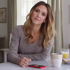 Jessica Alba and Gwen Stefani show off their Windows Phones in latest ads