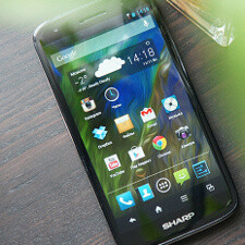 Sharp Aquos SH930W 5-inch 1080p screen compared to One X, Galaxy S III