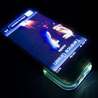 iPhone 5 case glows when someone texts you