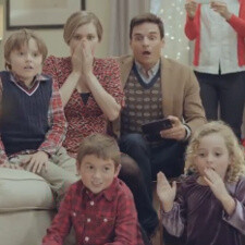 Samsung brings in the Christmas spirit with a Galaxy S III Santa Fail ad