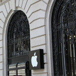 Sacrebleu: Armed robbers hit Paris Apple Store
