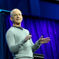 Shortly after leaving Microsoft Steven Sinofsky is tweeting from an iPhone, here is why
