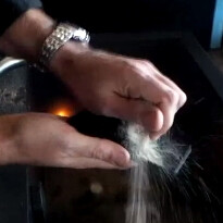 Sony Xperia Z gets sandblasted and tortured in a bathtub (video)