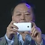 Peter Chou shows off HTC M7 at year end party
