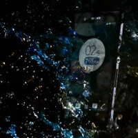 Sony Xperia Z survives dust and liquid torture, slow motion camera tells its rugged story