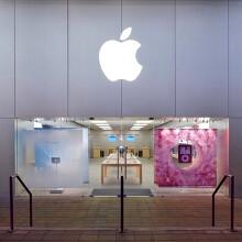 Burglars rob the Boulder Apple Store smashing a $100 000 glass door, score zero for subtlety