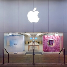 Burglars rob the Boulder Apple Store smashing a $100 000 glass door, score zero for subtlety
