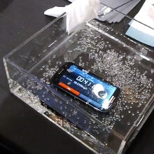 P2i water-repellent nanocoating technology demo: phone waterboarding now possible