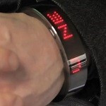 LinkMe is a smart alert bracelet that puts real-time messages on our wrist