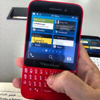 BlackBerry R10 leaks out in red