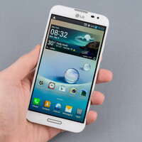 What makes the Full HD IPS display on the LG Optimus G Pro better than AMOLED