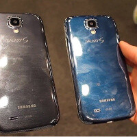 """Blue Arctic"" Samsung Galaxy S4 is real, here it is compared against a bl"