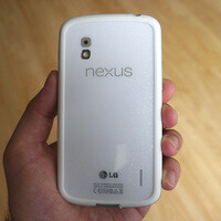White Google Nexus 4 unboxing and hands-on