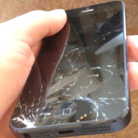 Apple will now fix cracked iPhone 5 screens at its retail stores