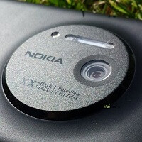 Camera grip accessory for the Nokia EOS aka Lumia 1020 passes through the FCC