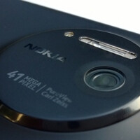 Photos show wireless charging case for the Nokia Lumia 1020