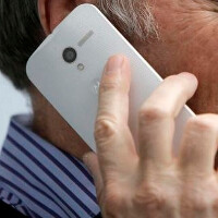 New photos of Motorola Moto X show that the model will employ a nano-SIM card and tray