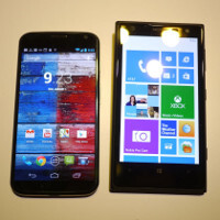 Motorola Moto X vs Nokia Lumia 1020 first look