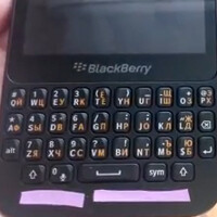 Russian video compares BlackBerry 9720 to the BlackBerry Q5